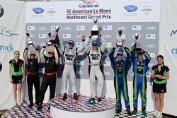 P klasse podium: winnaar klasse en algemeen Greg Pickett en Klaus Graf, 2de David Brabham en Simon P