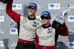 GT class podium: vainqueurs de la catégorie Jorg Bergmeister et Patrick Long