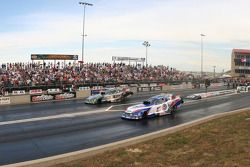 John Force, Castrol GTX High Milage Ford Mustang et Robert Hite, Automobile Club of Southern Califor