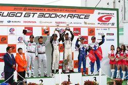GT300 podium winner: #2 APPLE•K-one•Shiden: Hiroki Katoh, Hiroshi Hamaguchi: 2nd prace: #3 Hasemi SportTomica Z: Kazuki Hoshino, Masataka Yanagida: 3rd prace: #31 Evangelion Rt Test Type-01 apr Corolla: Koki Saga, Kosuke Matsuura