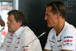 Norbert Haug, Director de Motorsport y Mercedes, Michael Schumacher, Mercedes GP