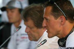 Nico Rosberg y Michael Schumacher, Mercedes GP, Mercedes GP con Norbert Haug, Mercedes, jefe de Moto