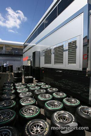 McLaren Mercedes, neumáticos Bridgestone