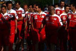 Scuderia Ferrari mecánicos