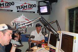 Lee Versage en J.R. Fitzpatrick bij Team 1200 Radio Ottawa