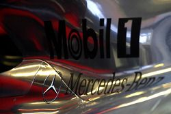 Detalle de cubierta de motor de McLaren Mercedes