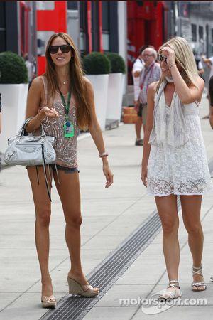 Jessica Michibata novia de Jenson Button y Isabell Reis novia de Timo Glock, Virgin Racing