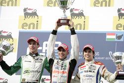 Pastor Maldonado fête son succès sur le podium avec Dani Clos et Sergio Perez