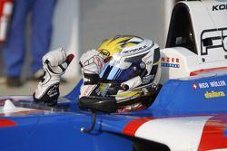 Nico Muller viert in parc ferme