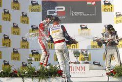 Nico Muller viert overwinning op het podium met Esteban Gutierrez en Stefano Coletti