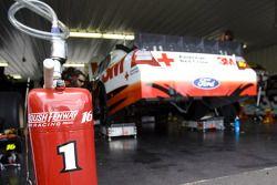 La #16 3M Ford dans son garage