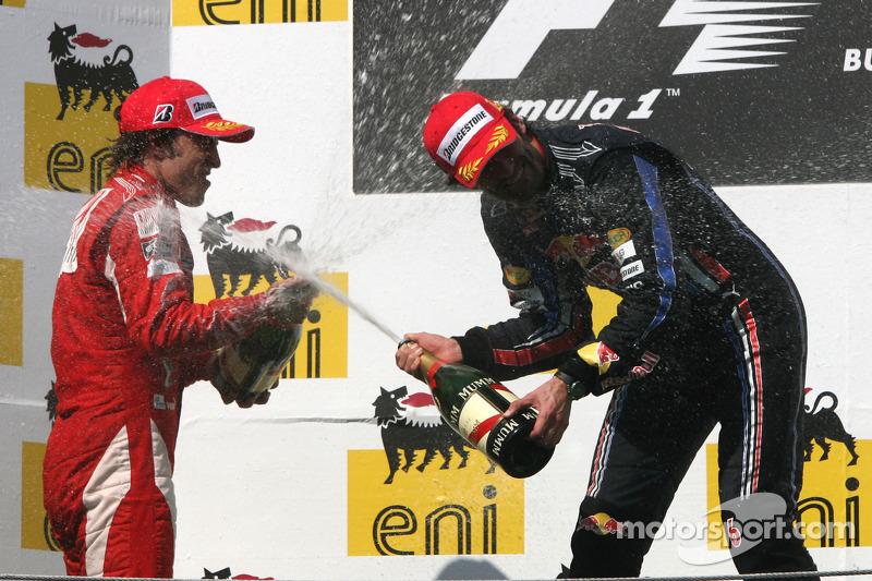 Podyum: Yarış galibi Mark Webber, Red Bull Racing, 2. Fernando Alonso, Scuderia Ferrari