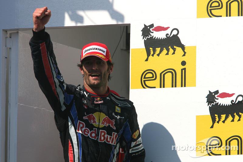 Podyum: Yarış galibi Mark Webber, Red Bull Racing