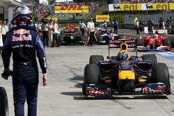 Sebastian Vettel, Red Bull Racing sale de parc ferme como Mark Webber, Red Bull Racing ganador unida
