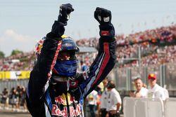 Ganador de la carrera Mark Webber, Red Bull Racing