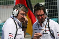 Jefe de equipo Ross Brawn, Mercedes GP con Andrew Shovlin, Mercedes GP, Ingeniero de carrera para Mi