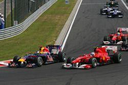 Sebastian Vettel, Red Bull Racing y Fernando Alonso, Scuderia Ferrari al inicio de la carrera