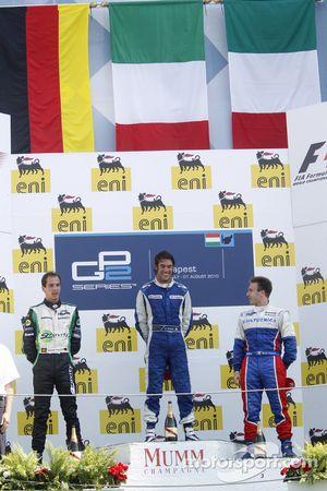 Giacomo Ricci fête son succès sur le podium avec Christian Vietoris et Davide Valsecchi