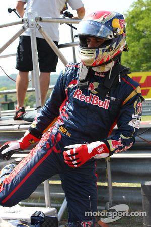 Jaime Alguersuari, Scuderia Toro Rosso se retiró de la carrera