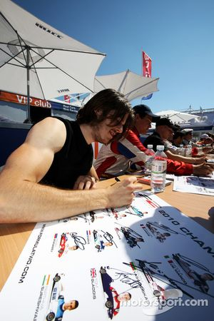 Will Bratt at the autograph session
