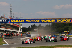 Jolyon Palmer leads at the start of race two