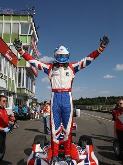 Jolyon Palmer gagne la course