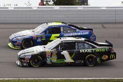 Jamie McMurray, Earnhardt Ganassi Racing Chevrolet et Mark Martin, Hendrick Motorsports Chevrolet