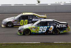 David Reutimann, Michael Waltrip Racing Toyota et Carl Edwards, Roush Fenway Racing Ford