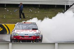 Race winner Greg Biffle, Roush Fenway Racing Ford celebrates