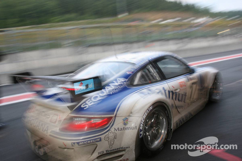 Pitstop #17 IMSA Performance Matmut Porsche 911 GT3 RS GT2: Christophe Bourret, Pascal Gibon, Jean-P