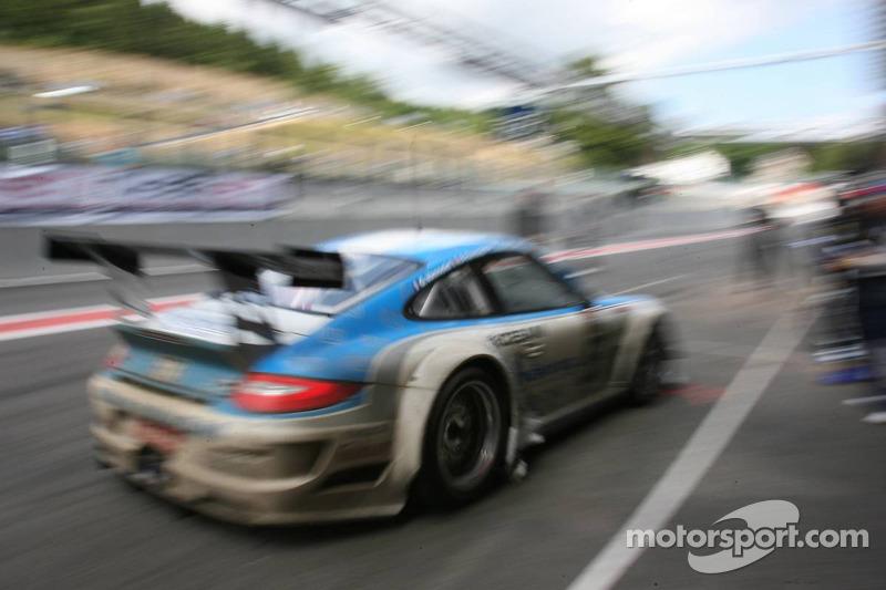 Passage aux stands pour #53 Mühlner Motorsport Porsche 911 GT3 RS GT3: Jürgen Häring, Dimitrios Konstantinou, Arnaud Peyroles, Gilles Vannelet