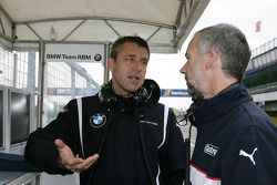 Bart Mampaey, Team Principal, BMW Team RBM en discussion avec a BMW ingénieur