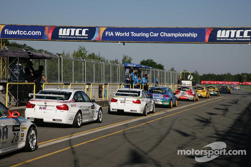 Stefano D'Aste Scuderia Proteam Motorsport BMW 320si, Andy Priaulx BMW Team RBM BMW 320si, Augusto F