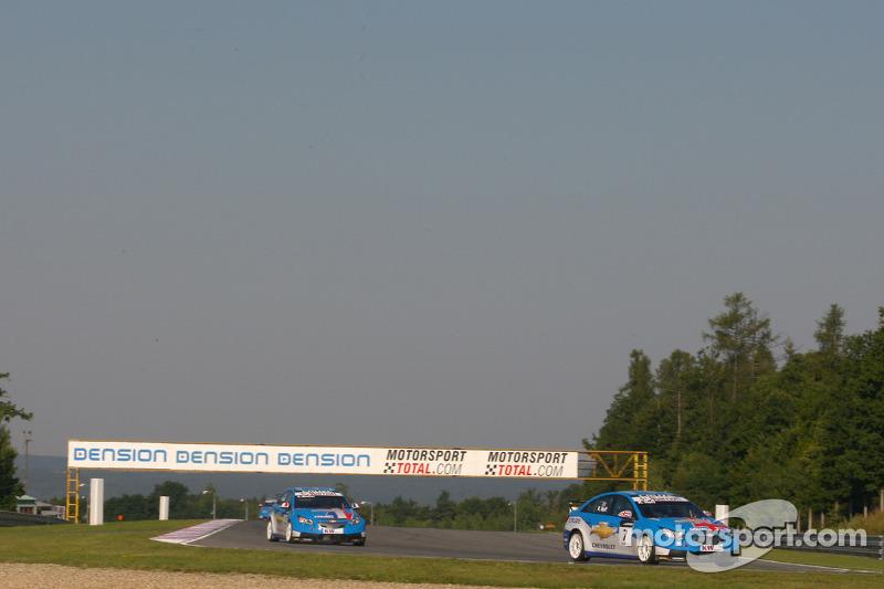 Robert Huff Chevrolet, Chevrolet Cruze LT en Yvan Muller Chevrolet, Chevrolet Cruze LT