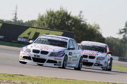 Andy Priaulx BMW Team RBM BMW 320si et Andrei Romanov Liqui Moly Team Engstler BMW 320si
