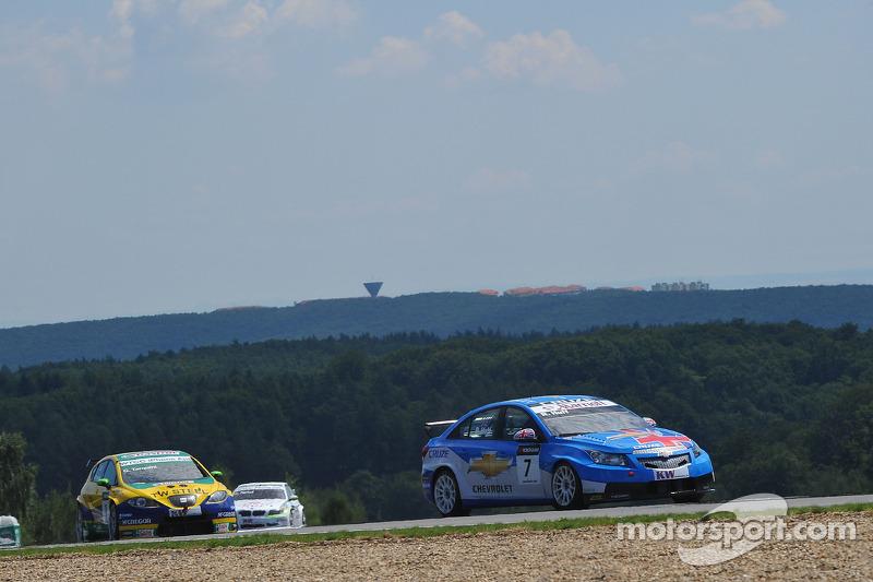 Robert Huff Chevrolet, Chevrolet Cruze LT en Gabriele Tarquini SR-Sport Seat Leon 2.0 TDI