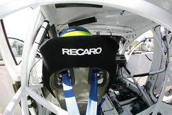 Vue de l'intérieur de la voiture d'Augusto Farfus BMW Team RBM BMW 320si