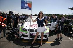 Grid girl de Augusto Farfus BMW Team RBM BMW 320si