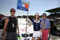 Invité Crown Plaza sur la grille avec Augusto Farfus BMW Team RBM BMW 320si