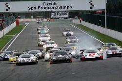 Start: #11 Mad-Croc Racing Corvette Z06: Xavier Maassen, Jos Menten, #38 All-Inkl.com Münnich Motor