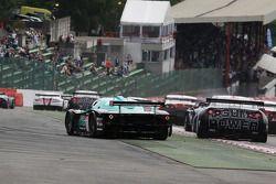 Start: #1 Vitaphone Racing Team Maserati MC12: Michael Bartels, Andrea Bertolini gaat breed
