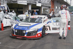 Pit stop for #67 United Autosports Audi R8 LMS GT3: Mark Blundell, Zak Brown, Richard Dean, Eddie Cheever
