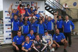 Team Carlin viert 1-2-3-4 finish met James Calado, Jean-Eric Vergne, Rupert Svendsen-Cook en Adriano