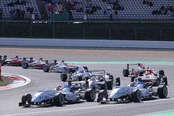 Start: Laurens Vanthoor, Signature, Dallara F308 Volkswagen voor Edoardo Mortara, Signature, Dallara
