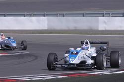 Edoardo Mortara, Signature, Dallara F308 Volkswagen rijdt vooraan