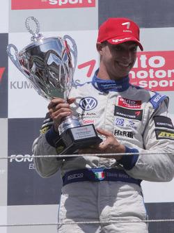 Podium: winnaar Edoardo Mortara, Signature, Dallara F308 Volkswagen