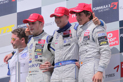 Podium: winnaar Edoardo Mortara, Signature, Dallara F308 Volkswagen, 2de Laurens Vanthoor, Signature