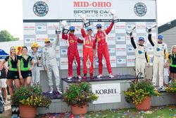 GT podium: klasse winnaars Jaime Melo en Gianmaria Bruni, tweede plaats Olivier Beretta en Oliver Ga