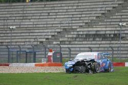 Beschadigde wagen van Alexandre Prémat, Audi Sport Team Phoenix Audi A4 DTM