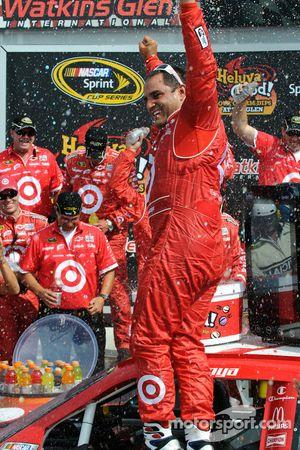 Victory lane: race winner Juan Pablo Montoya, Earnhardt Ganassi Racing Chevrolet celebrates